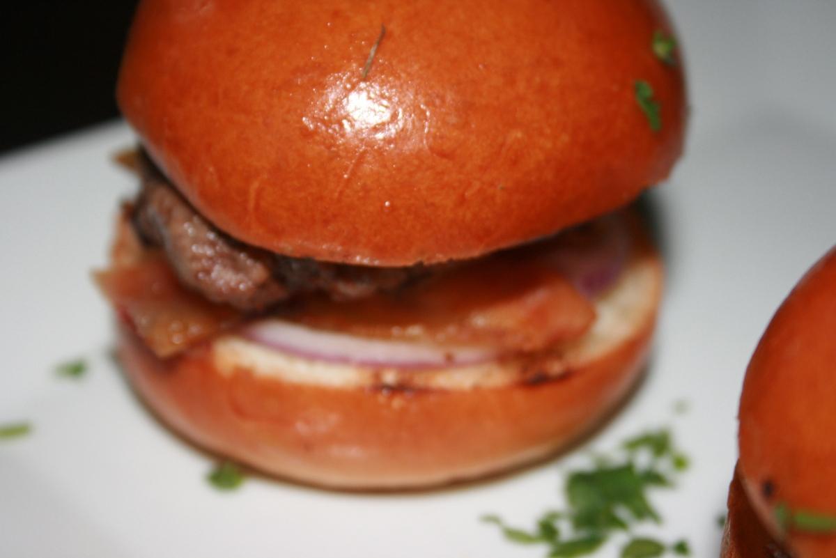kobe beef sliders, restaurant review writing
